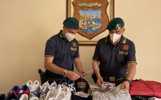 Maglie e scarpe taroccate, sequestrati tra Caltanissetta e Gela oltre 700 articoli