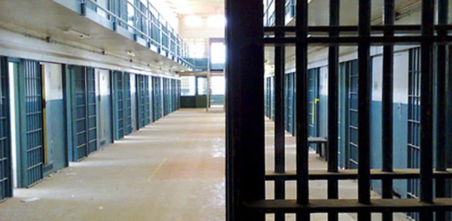 Ergastolano tenta di evadere dal carcere: aveva rapinato e ucciso un'anziana nel Nisseno