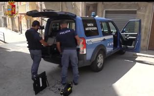 https://www.seguonews.it/a-gela-rinvenuto-un-ordigno-con-un-chilo-di-esplosivo-evacuato-il-palazzo-e-arrestato-il-possessore