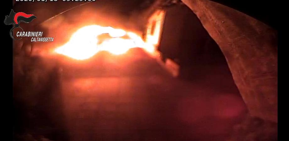 Auto incendiata a un avvocato di Caltanissetta: arrestate altre due persone