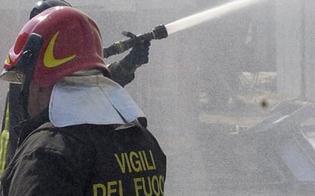 https://www.seguonews.it/gela-rogo-di-sterpaglie-raggiunge-unofficina-e-distrugge-cinque-auto-una-e-della-polizia