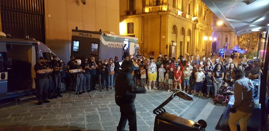 A Caltanissetta i cittadini abbracciano la Polizia di Stato: grande successo per l'evento #EsserciSemrpre ... storie di legalità