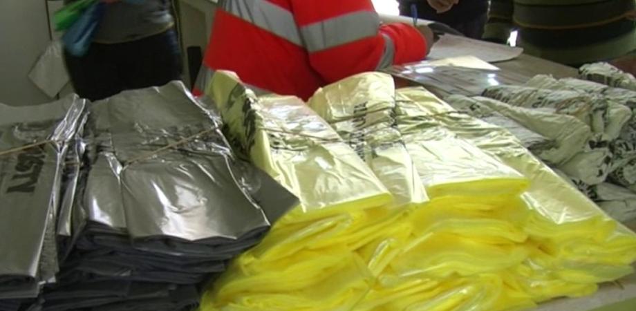 Raccolta differenziata a Caltanissetta: ripristinati distributori automatici dei sacchetti