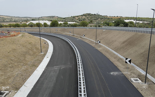 https://www.seguonews.it/nuova-autostrada-rosolini-ispica-pozzallo-domani-inaugurazione-e-apertura-al-traffico