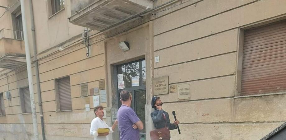 """A Caltanissetta arriva un postino di """"C'è posta per Te"""": avvistato in viale della Regione"""