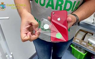 https://www.seguonews.it/sequestrati-oltre-2000-prodotti-apple-contraffatti-due-imprenditori-catanesi-denunciati-dalla-guardia-di-finanza
