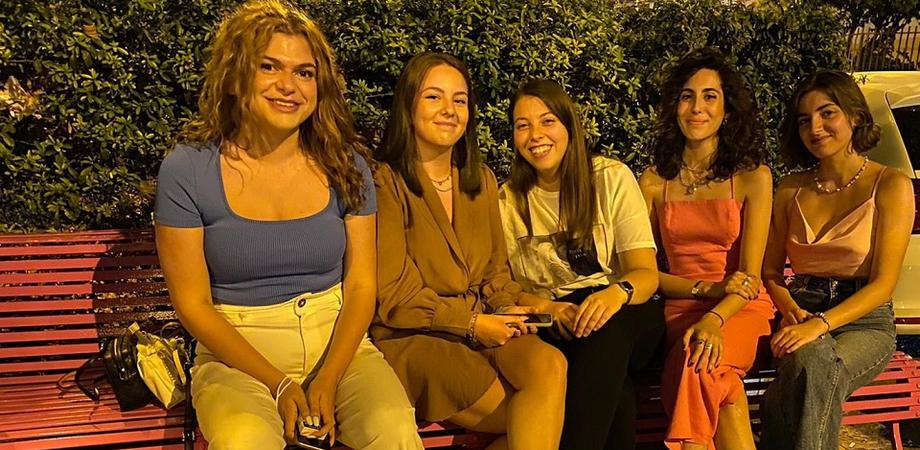 Colorate di rosa le panchine di viale della Regione a Caltanissetta: l'iniziativa è della Lilt