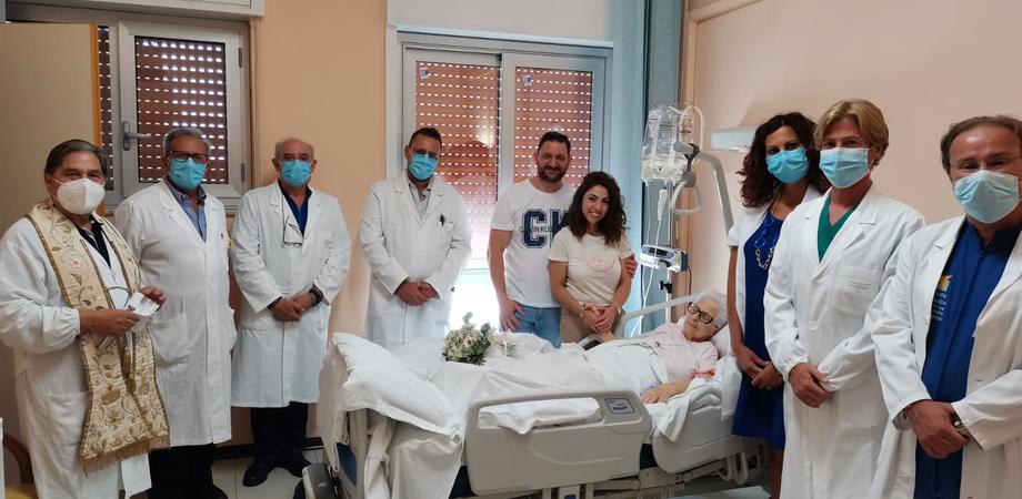 Al reparto Hospice di San Cataldo giovane coppia fa la promessa di matrimonio dinanzi alla madre della ragazza