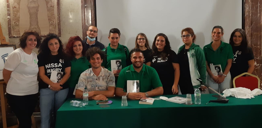 """Nissa Rugby, Aristide Barraud lancia un messaggio di pace e presenta il suo libro """"Ma non affondo"""""""