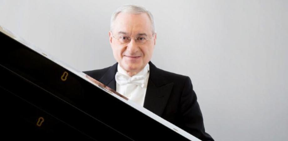 """""""Pietrarossa Bellini Music Festival"""": sul palco del teatro Margherita il pianista Michele Campanella"""