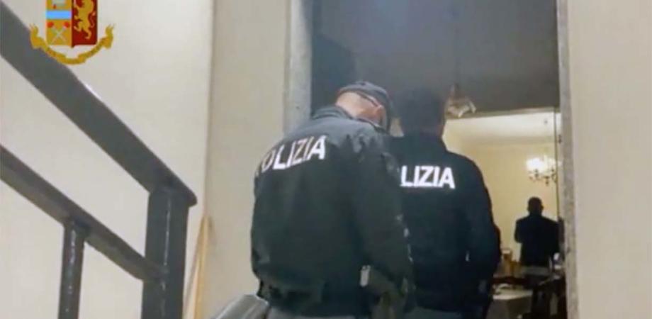 Ipotizzavano violenze durante manifestazioni: blitz della polizia contro No Vax