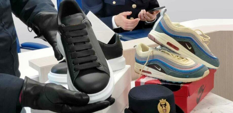 Caltanissetta, vendeva scarpe con loghi famosi contraffatti: 48enne denunciato dalla polizia
