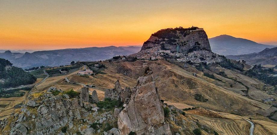 """Sutera rappresenterà la Sicilia nel concorso """"Borgo dei borghi 2021"""", il piccolo centro raccontato dal prof Leandro Janni"""