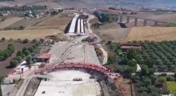 http://www.seguonews.it/video/in-volo-sul-cantiere-della-caltanissetta-agrigento