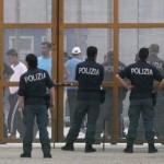 Poliziotti impegnati al Cara di Pian del Lago