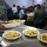 pasqua mensa poveri povertà caritas pasti alimenti