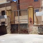 La via San Calogero ripulita prima di essere sporcata
