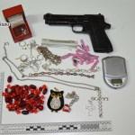 Droga, preziosi e la pistola sequestrati dalla Polizia