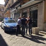 Il fermo di uno dei rissanti in via Palermo