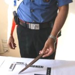 Il coltello sequestrato dai carabinieri
