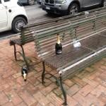 Altre bottiglie sparse per terra in viale della Regione