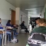 La precaria sistemazione della classe in corridoio