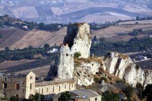 Il castello di Pietrarossa