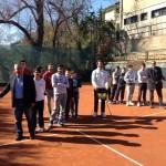 Presidi e aspiranti tennisti sul campo di gioco