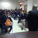 Gli studenti ascoltano le parole di Rosario Naro