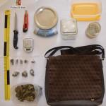 La droga e il kit sequestrati dalla Polizia