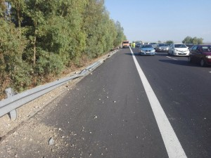 Il guardrail distrutto a seguito dell'impatto